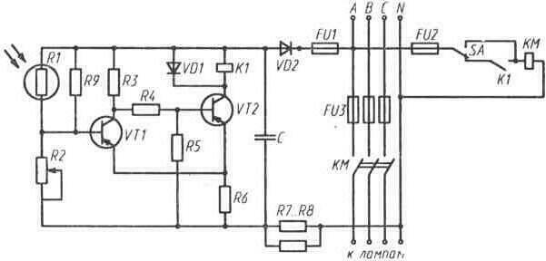 Принципиальная схема управления наружным освещением с помощью фотореле.